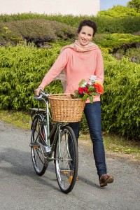 A atriz e modelo Andie MacDowell na série Cedar Cove
