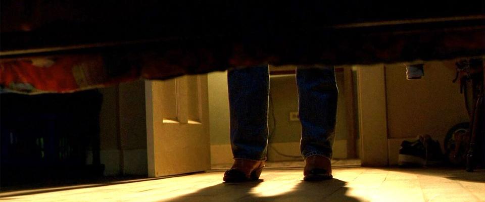 em baixo da cama