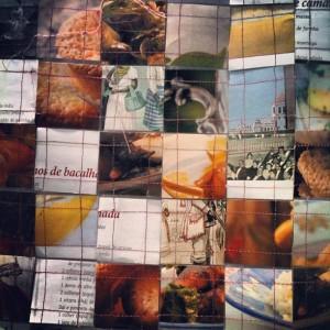 Era um painel enorme feito de mosaico costurado de imagens.