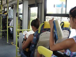 lendo ônibus1