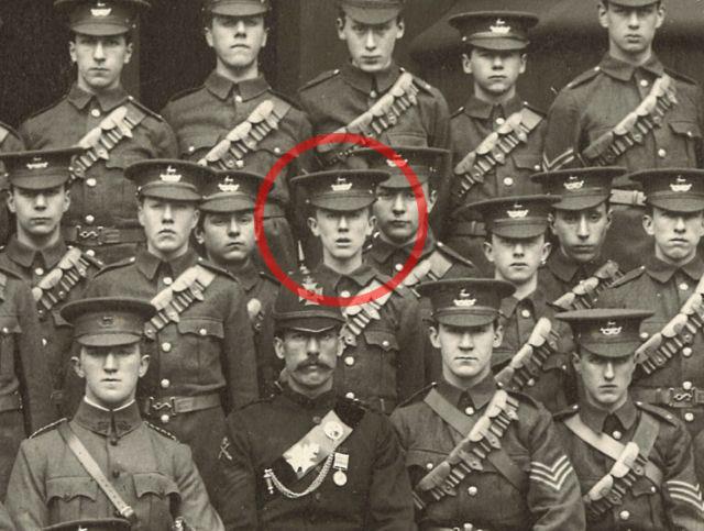 [Notícia] Descoberto fotografia de Tolkien como cadete aos 15 anos