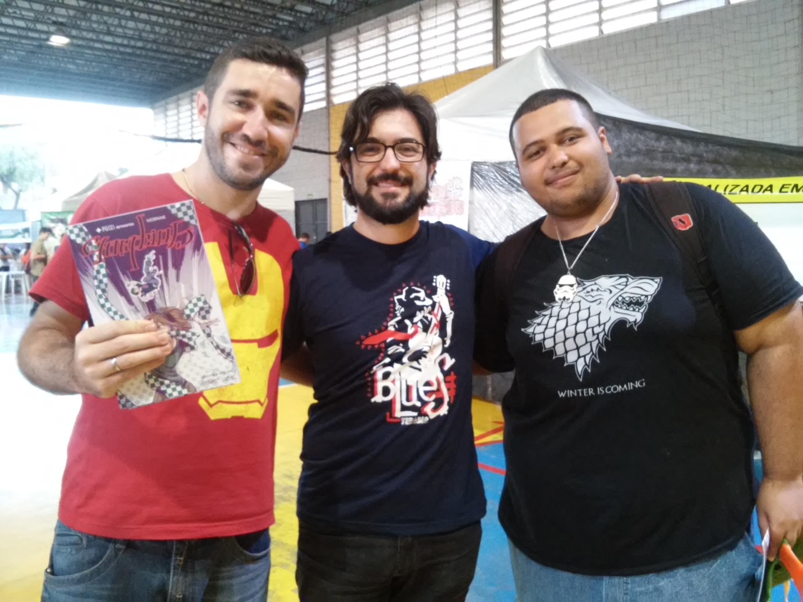 Da esquerda para a direita: Eu (Márcio), Mario Cau, e o meu amigo Robson Stark