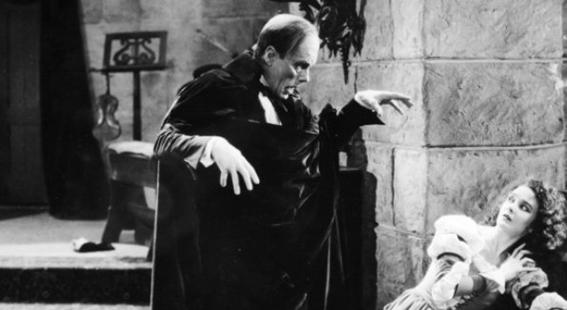 A representação visual do fantasma desmascarado nessa versão é uma das mais famosas