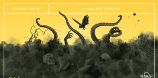 """Fundo dividido, com parte superior em amarelo alaranjado e inferior em verde oliva escuro. A parte verde parece uma grande nuvem de fumaça escura, da qual vários elementos estão saindo. Há tentáculos, esqueletos, galhos e raízes secas, um escorpião e um corvo. A imagem possui margem linear branca. Na parte superior, na mesma cor, há o letreiro """"Episódio #002 - O Vale das Sombras"""". Na inferior esquerda, há o logo do portal """"Leitor Cabuloso"""" (livro com punho saindo) e, na direita, o logo do podcast """"Estação 21"""""""